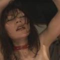 両手を上げて拘束したM女を電マ・ローター責め絶頂アクメ調教!【SM無料動画】