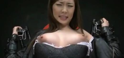 敵に囚われた巨乳の女捜査官が拘束椅子に固定されて男たちから凌辱の嬲り責め!【SM無料動画】