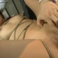 緊縛拘束されたまま指でアナル開発された後アナルSEXにヨガり狂うドM人妻!【SM無料動画】