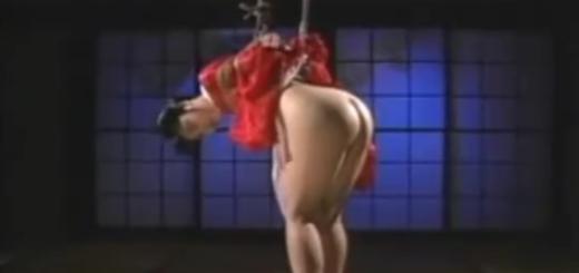 緊縛吊るされた和装熟女が鞭打ちのスパンキングで桃尻を真っ赤に染めて泣き顔!【SM無料動画】