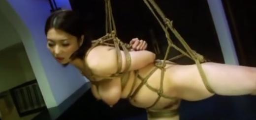 緊縛吊るされて強制フェラ・ディルド責めに喘ぐ巨乳熟女!(高橋美緒)【SM無料動画】