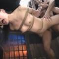 海老反りで水平に吊るされたM女がガン突きされながらスパンキング・鞭打ちに絶叫!【SM無料動画】