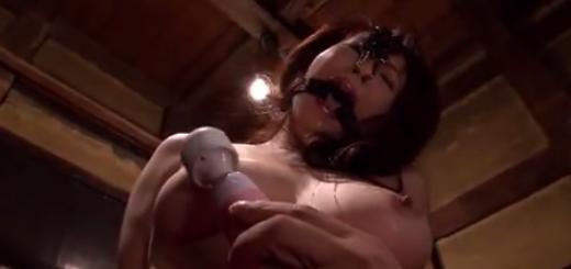 緊縛拘束したドM熟女に口枷と鼻フックをつけて電マと蝋燭で快楽責め!【SM無料動画】