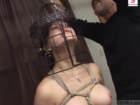 緊縛拘束されて鉄仮面と鼻フックをつけて吊るされる巨乳M女!【SM無料動画】