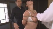 NTR願望のある夫がカメラを回す目の前で男たちに緊縛拘束されて善がるドM巨乳人妻!【SM無料動画】