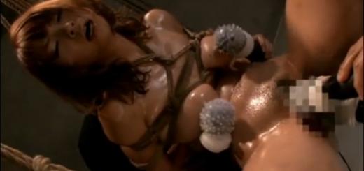 緊縛宙吊りM女が強制M字開脚の股間をローター・バイブ・イボ付き複数電マ責め絶頂アクメ地獄!【SMエロ動画】