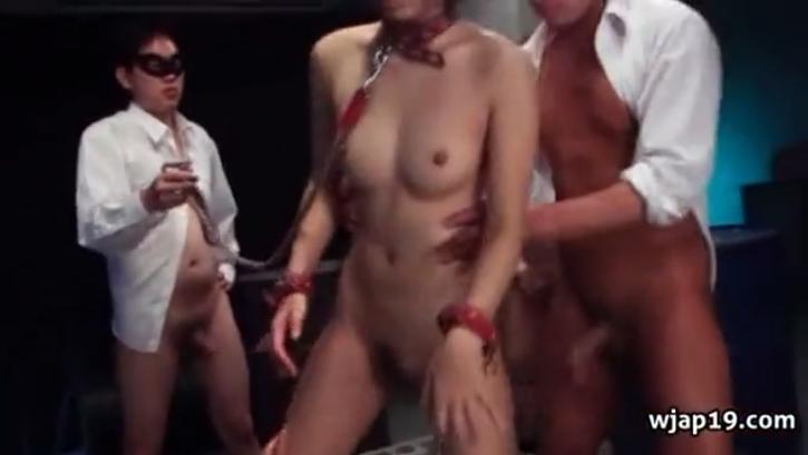 仮面をつけたSMクラブのメンバーたちの生け贄になって鬼ピストンでヤリタイ放題突かれまくる首輪拘束された美少女!【SMエロ動画】