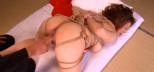 欲求不満の爆乳熟女を緊縛拘束手マン責め肉便器調教!【SMエロ動画】
