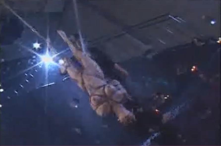 緊縛されたドM娘が激クンニと熱蝋責めにイカされたあと逆さ吊りの水責めに失神!【SMエロ動画】