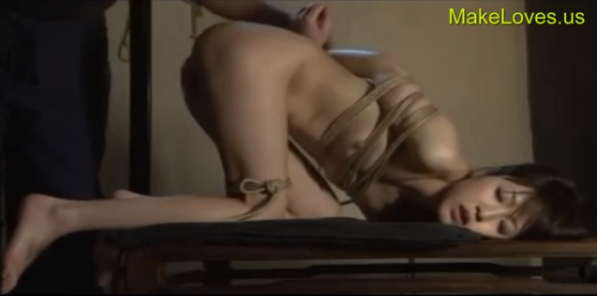 緊縛ひざまずきイラマチオでご主人様にご奉仕させられる従順な美少女!【SMエロ動画】