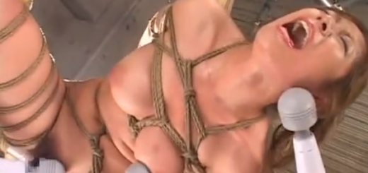 緊縛片足吊り拘束された巨乳M女が涎を垂らしながら複数ローター電マ責めに絶頂アクメ地獄!【SMエロ動画】