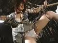 磔にされて吊るされたJKが男たちにローター責めヤリタイ放題!【SMエロ動画】