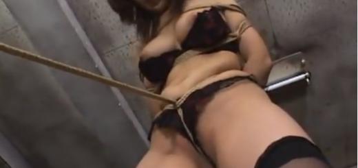 緊縛熟女が乳首つねり手マン責め股縄責めに悶絶!【SMエロ動画】