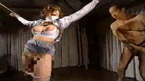 猿轡つけて手足拘束された巨乳OLがスパンキング・バイブ責め・熱蝋責め・鞭打ちの肉便器調教に泣き顔!【SMエロ動画】