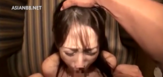 スレンダー娘が高速イラマチオに涙顔!【SM無料動画】