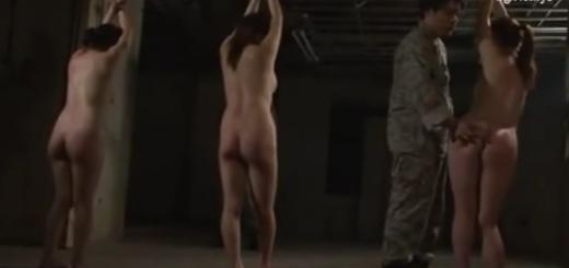 鉄格子の中で陵辱の拷問を受ける女兵士たち!両手拘束、鞭打ち、緊縛拘束、鼻フック、強制フェラ&強制騎乗位の集団レイプ!【SM無料動画】