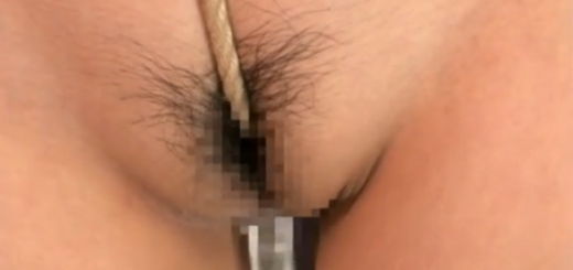 緊縛拘束されたドM人妻が爆乳を鞭打ちされ、食い込んだ縄に喘ぎ声を上げてマゾ調教される!【SM無料動画】