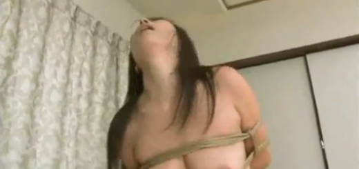 緊縛熟女が下からの激しい激ピストンにマジイキ!【SM無料動画】
