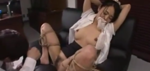 緊縛強制M字開脚のままパンツを猿轡代わりに口に突っ込まれて陵辱される巨乳女教師!【SM無料動画】