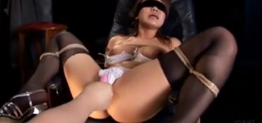 強制M字開脚で緊縛拘束された巨乳M女のバイブ・ローター責め痙攣アクメ地獄!【SM無料動画】
