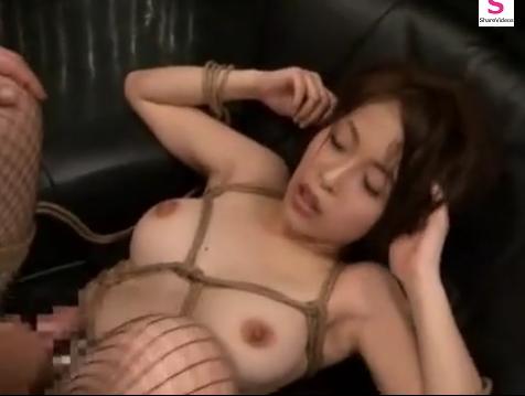 激しく突かれて絶頂する緊縛M女を電マ責め!【SM無料動画】