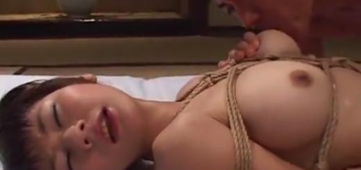 緊縛拘束した巨乳熟女に激クンニ鬼ピストン絶対服従マゾ調教!【SMエロ動画】