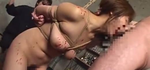 緊縛吊るされて熱蝋責めされたメス豚がスパンキング・強制フェラ・ローター責めに泣き顔!【SMエロ動画】