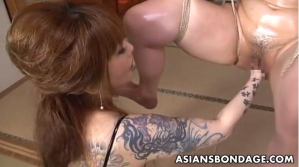 緊縛吊るされて刺青レズ女王様のフィストファック調教に絶叫するM女!【SMエロ動画】